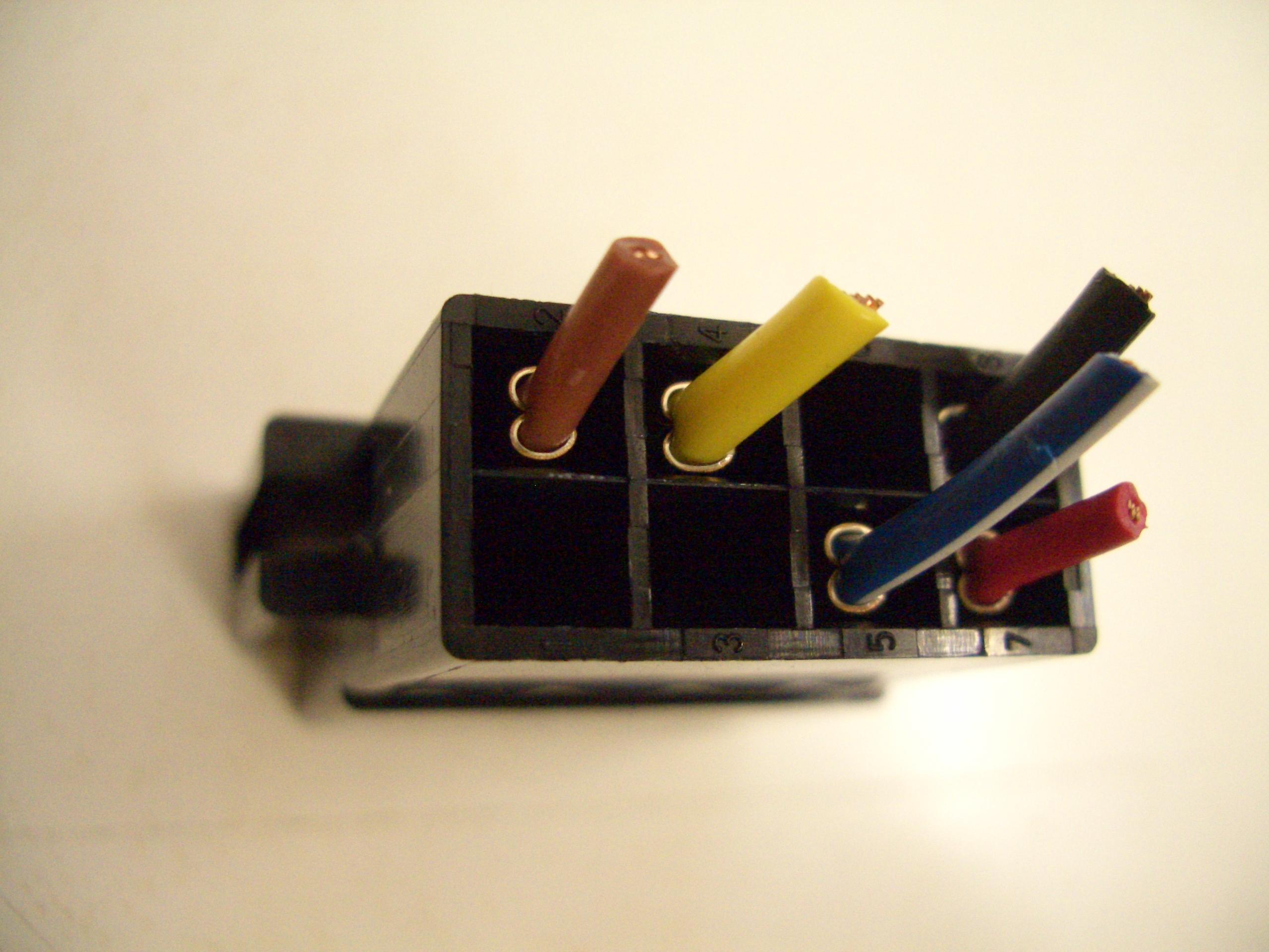 Il connettore iso per le autoradio - Colori dei fili impianto elettrico casa ...