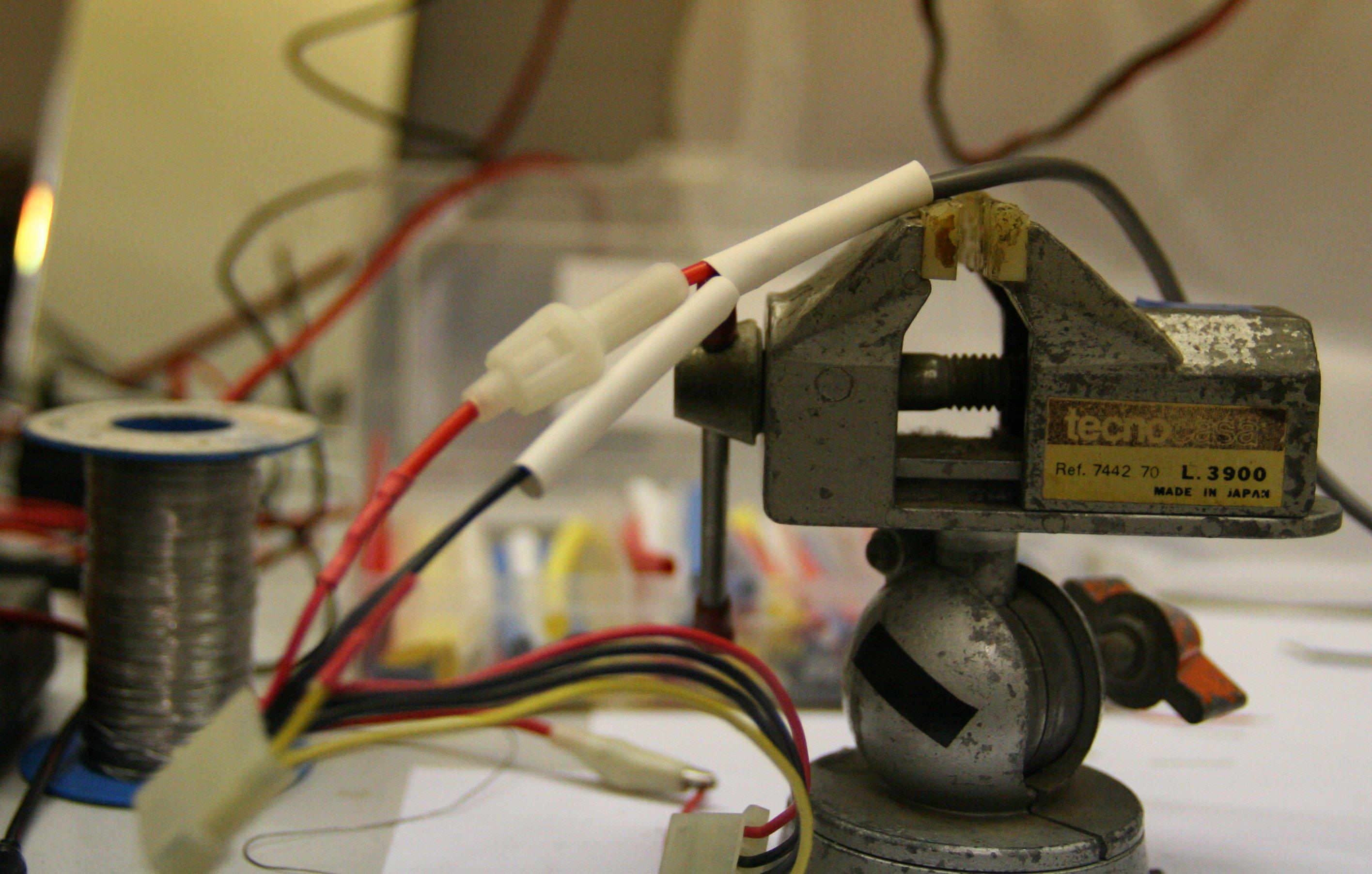 Schema Elettrico Per Caricabatterie 12 Volt : Caricare l ipad o iphone con alimentatore del pc