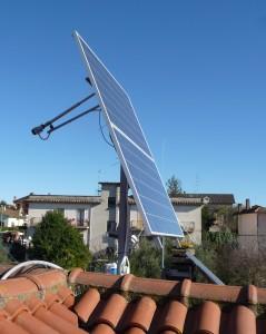 L'inseguitore solare alle 12 di una giornata di dicembre
